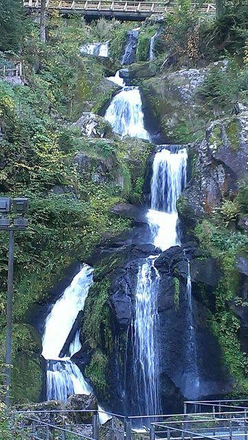 Triberger Wasserfall - Wohnmobil Reise Richtung Bodensee mit Zwischenstopp in Triberg. Wunderschöner #Wasserfall im #Schwarzwald #Reisen  #travelbloggerup40