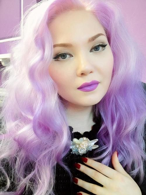 Doe Deere. Gorgeous lavender hair. Such pretty skin too.