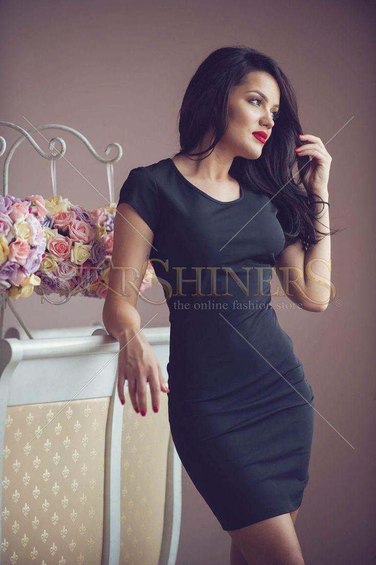 Rochie PrettyGirl cu spate decupat si maneci semi- lungi, rafinata si eleganta. Lungime: 68 cm de la subrat pana jos. #rochiiclub