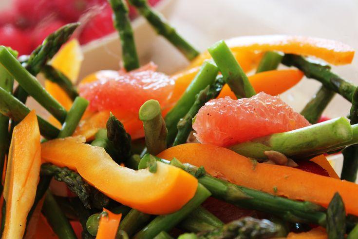 Salade printanière aux asperges et pamplemousse #recettesduqc #salade #detox