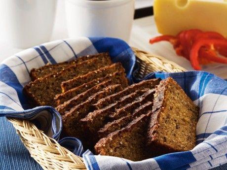 Moas nyttiga bröd med rågkross och linfrö bakas med bikarbonat och behöver därför inte jäsa. Det är bara att röra ihop och grädda. Brödet är lika gott att servera som frukostbröd med olika slags pålägg eller som bröd till maten. Det går bra att frysa.