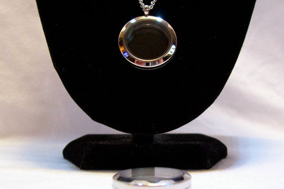 Locket Necklace Hypoallergenic Chain Stainless by slipperyreef