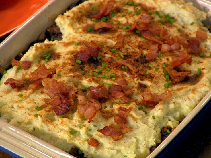 Steakhouse Shepherd's Pie : Rachael adds blue cheese to the potato layer of this shepherd's pie and tops the whole dish with bacon, so this comfort food favorite is bursting with flavor.