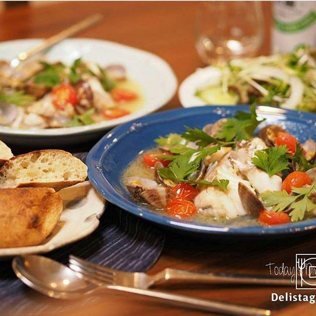 ouchigohan.jp2016/12/08 14:51:02 【 #おうちごはん通信 】photo by @fumiko_714 クリスマスメニュー🎄で人気の「アクアパッツァ」🐟🐙✨お魚を尾頭付きで調理した南イタリアの郷土料理です🍴🌠今回はより簡単、そして手に入りやすく扱いやすい「切り身」を使ったレシピや盛り付け術、うま味たっぷりのスープを使った〆料理をご紹介しています🙋🎶✨クリスマス🎄のメイン料理に、いかがでしょうか❔🎅🍴 . -------------------------- ★詳しくは @ouchigohan.jp プロフィールURLから見てくださいね! 【クリスマスメニュー】切り身で簡単「アクアパッツァ」。メインから〆まで楽しもう https://ouchi-gohan.jp/540/ -------------------------- ◆このアカウントではインスタグラマーさんの素敵なPicをご紹介しています。 ハッシュタグ #LIN_stagrammer#delistagrammer #デリスタグラマー を付けて投稿してみてくださいね!…