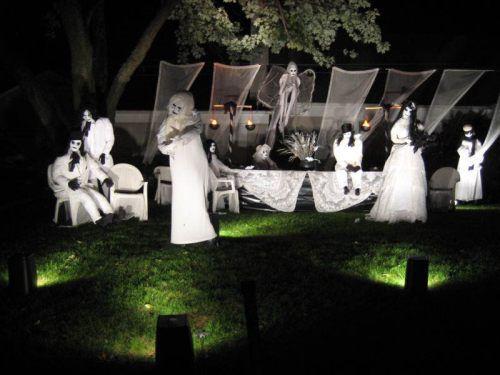 awesome halloween yard decorations 5 Admit it, great Halloween yard displays make you feel all warm inside (24 Photos)