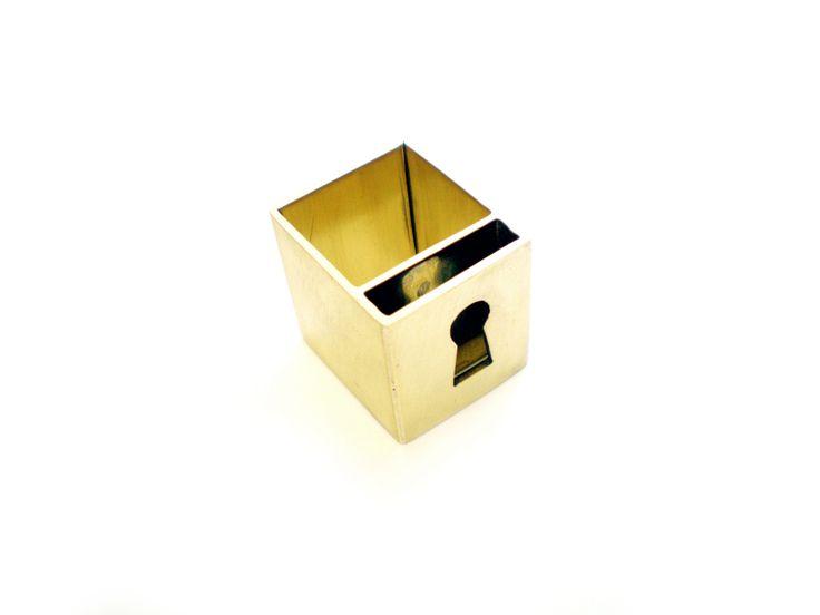 Aliki Stroumpouli - keyhole ring