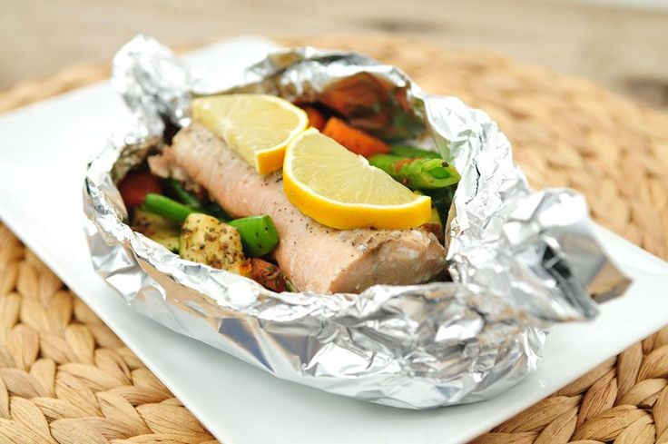 Zalm pakketjes uit de oven met verse groenten