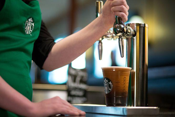 Le service du Nitro Cold Brew chez Starbucks #cafe #coffee