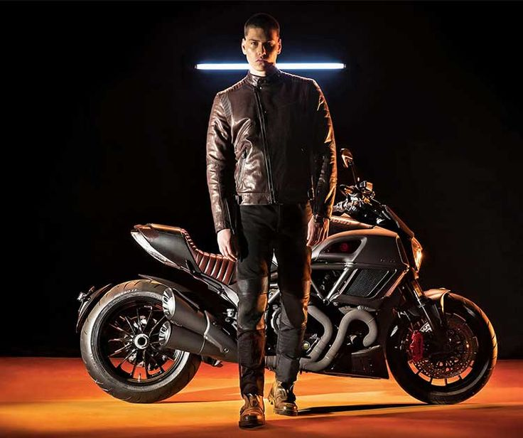 Unveiled at the Milan Men's Fashion Week 2017, the Ducati Diavel Diesel is now available on special order at Ducati dealerships across the country. One of the most successful Ducati models in India, the Diavel has now donned an exquisite avatar, as a result of a creative collaboration between the Ducati Design Center and Andrea