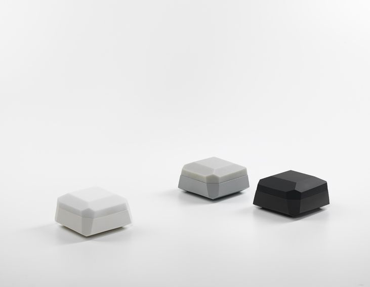 Andrea Walsh / Three Medium Faceted Boxes / 2014 / White, Grey and Black Porcelain with Black Approx / One-Off Pieces / Courtesy Galerie Mouvements Modernes