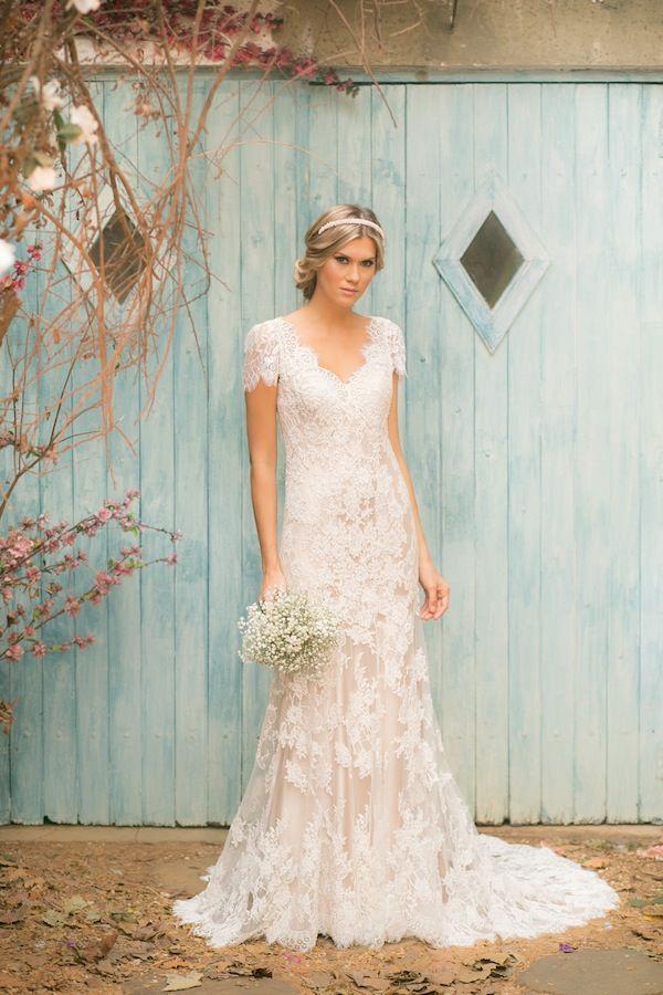 Vestido de Noiva da marca Noiva nas Nuvens - Vestidos super femininos e atuais, com muita leveza para casamento na praia, jardim, campo e mini-wedding.
