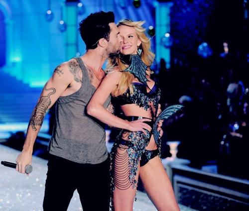 Adam Levine and Anne Vyalitsyna. | Victoria secret fashion ...