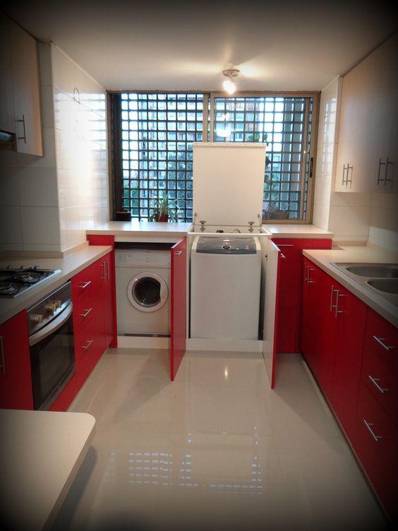 Solución para secadora y lavadora con carga superior y frontal. La idea es que cuando no están siendo utilizados puedan servir como superficie de apoyo y trabajo.: