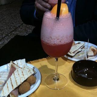 Momento di relax #relax #pause #bologna #italia #italy #italianfood #piadina #cocktail