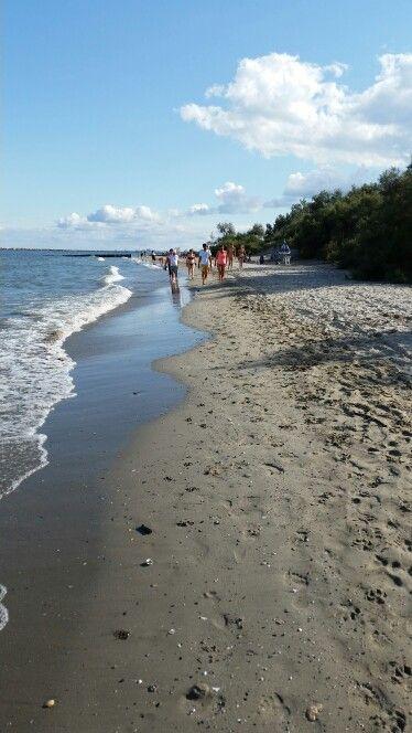 Passeggiando in riva al mare a lido delle nazioni