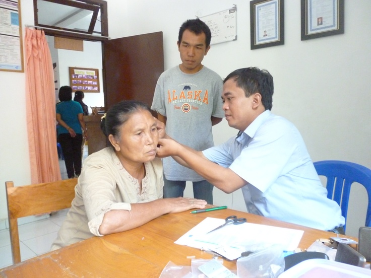 Hearingaid from Holland! We collect secondhand ones to provide people in Indonesia the solution for hearingloose.