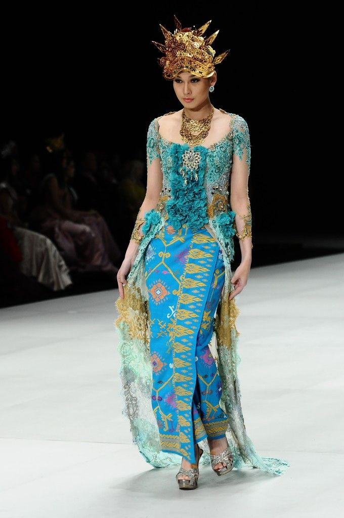 http://www.zimbio.com/pictures/XekggnDd7rY/Indonesia Fashion Week 2014/rbls2tHxTD4