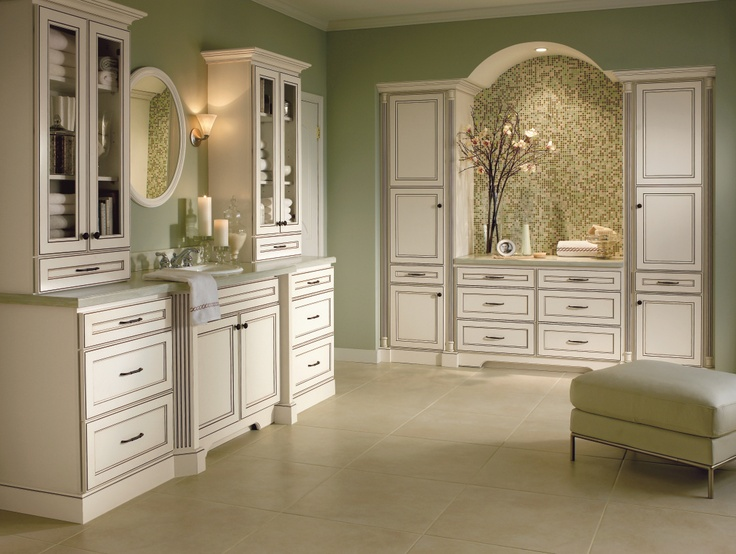 Create warm elegance with homecrest 39 s eastport maple doors for Standard white kitchen cabinets