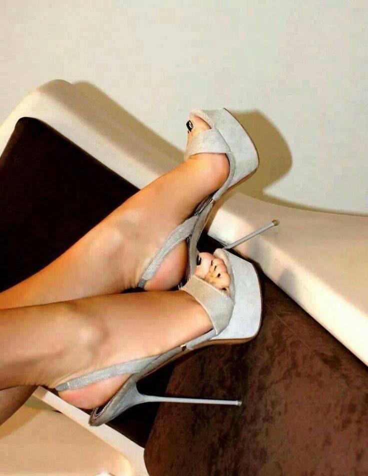 Hasta la falda caliente sexy chica de tacón alto 8