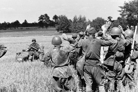 Soviet soldiers surrender to German troops of the Leibstandarte SS Division during Operation Barbarossa, 1941. Pin by Paolo Marzioli