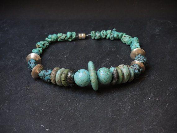 Turquoise groen choker  ketting, gemaakt van turquois , howliet and Thais zilver, afgewerkt met een magneetslot.
