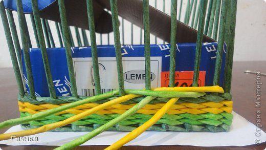 Плетение которое я вам покажу применимо для изделий у которых количество главных трубочек кратно 4 (делится на 4). Вставляем 4 трубочки нужного вам цвета как изображено на фото. фото 11