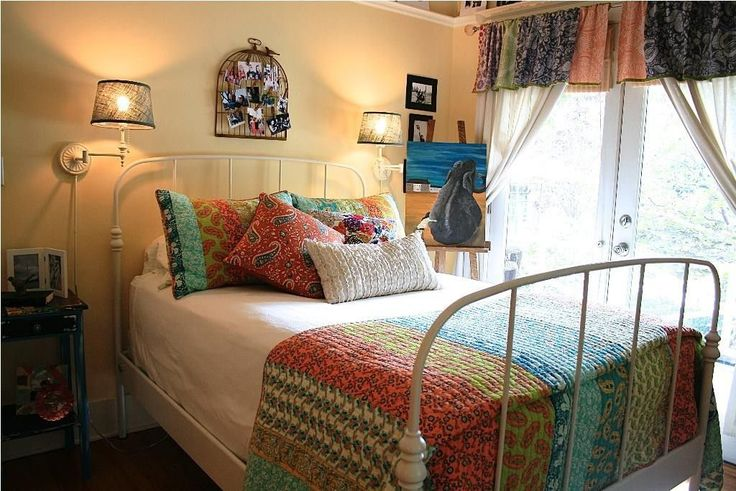 Bohemian Bedroom Theme Reflects Some Eccentric Mix