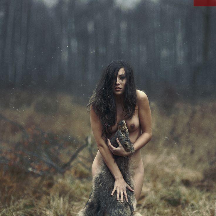Первобытная голая женщина 2 фотография