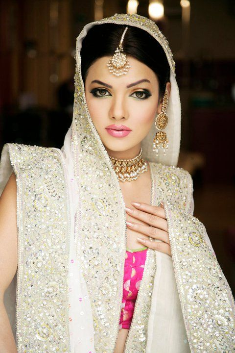 Beautiful traditional indian bridal wear, with wedding lehengas or wedding sarees for the indian wedding.