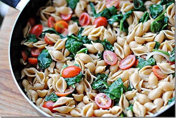 Spinach pasta: Spinach Tomato Pasta Maybe, Foodie, Healthy Spinach Tomato, Spinach Pasta, Tomato Pasta Healthy, Tomato Pasta I Ll, Tomatoes, Tomato Spinach