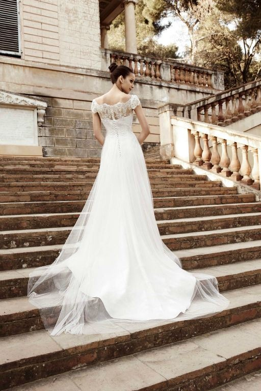 Beautiful Raimon Bundo Diana dress.. (Angelica bridal)