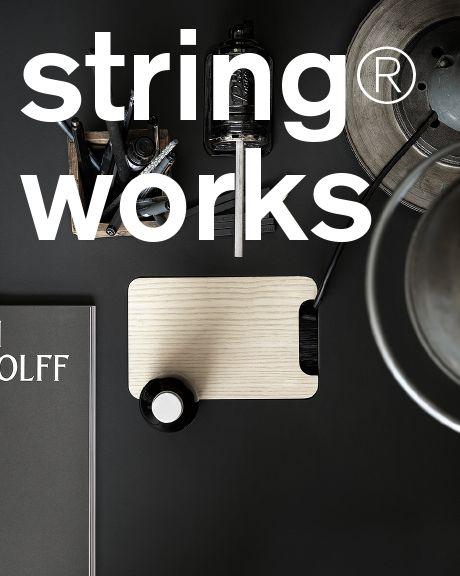 String Furniture är ett ledande skandinaviskt designföretag mest känt för det minimalistiska hyllsystemet string®, den svenska arkitekten Nisse Strinnings tidlösa designikon. Flexibiliteten med string® gör att systemet fungerar lika väl i det moderna hemmet som för compact living eller på kontoret. I sortimentet ingår även string® works, kontorsmöbler för dynamiska och ergonomiska kontorsmiljöer med bl.a. elektriskt höj- och sänkbara skrivbord och ljudabsorberande fristående hyllor som också…