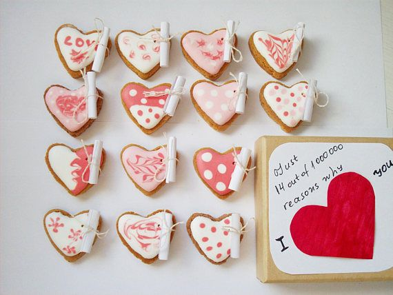 love gift.valentine giftcookies with a message