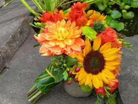 bouquet idea..sunflower/gerber daisy/dahlia flowers!