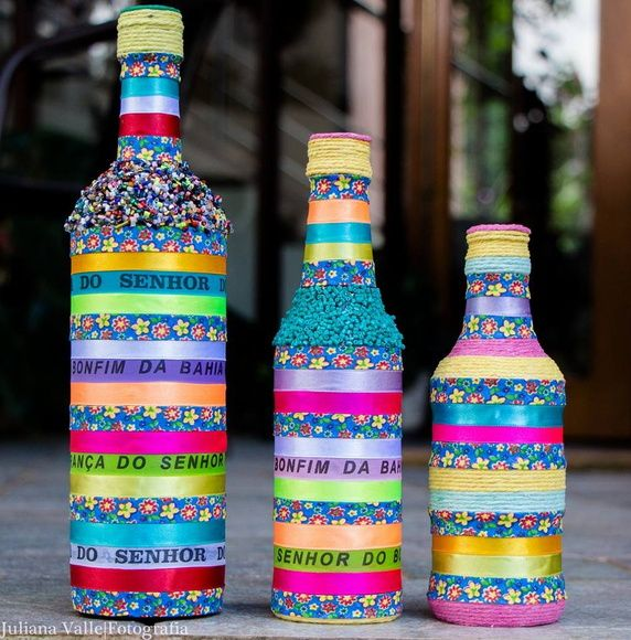 Kit com 3 garrafas decoradas com fitas do Senhor do Bonfim R$ 109,90
