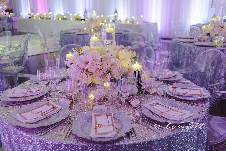 Glitter tablecloth for a full Gatsby inspired wedding. Wedding by kamariage.com Photographer: Emilie Iggiotti