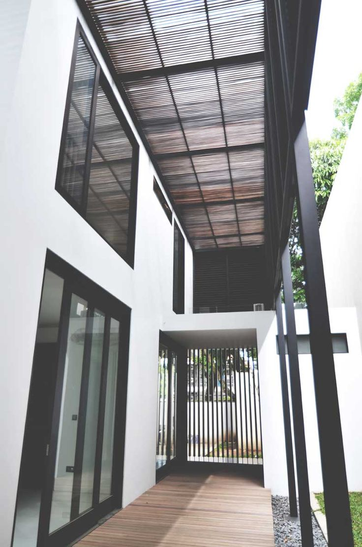 Project: BK House Image 4 Location: Bandung, Indonesia Site Area: 511 m2 Building Area: 470 m2 Design Phase: 2011 Construction Phase: 2011 - 2013  #architect #bandung #jakarta #architectindonesia #archdaily