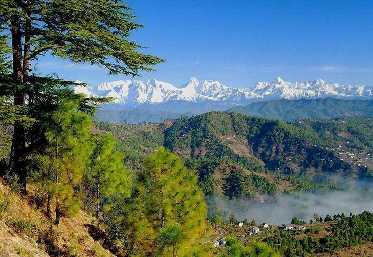 Denne tur starter i Almoraregionen ved Kumaons første britiske bjergstation fra 1815 - Uttaranchal i den vestlige del af Himalaya. Kumaon ligger ved foden af nogle af de højeste bjerge i Indien mellem Garhwal mod vest og Nepal mod øst.