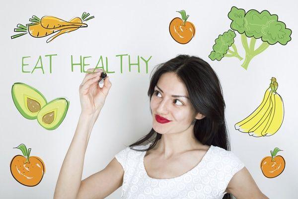 Quando você está tentando perder peso no início comer menos é bem difícil.   Uma situação complicada como conseguir reduzir as porções para comer menos sem passar fome?   Felizmente, existem várias estratégias que você pode usar para cortar calorias, mantendo a fome equilibrada.