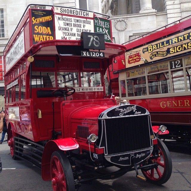 Uh-oh. No Oyster card reader. #vintagebuses #regentstreet - Janapleyto