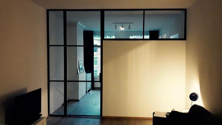 Room divider met stalen scharnierdeur en kozijnen. Geproduceerd en geplaatst door Mijn Stalen Deur.