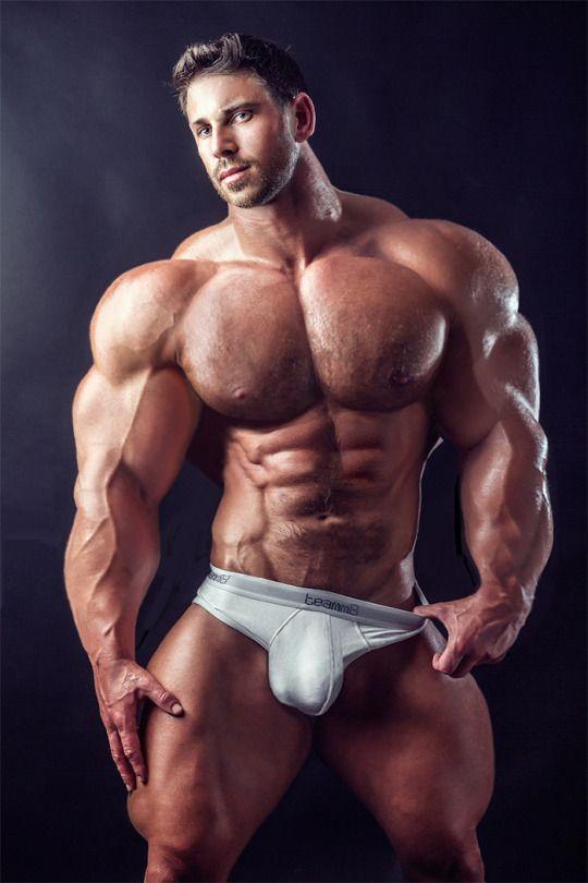 Giant bodybuilder bull naked