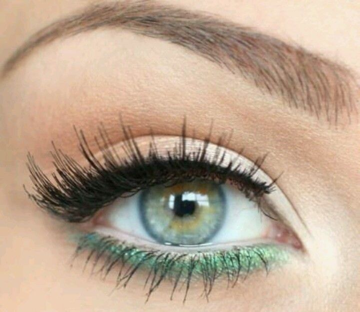 I have done this but with an eggplant purple eye shadow.. The colorful eyeliner and shadows are coming back!! :)