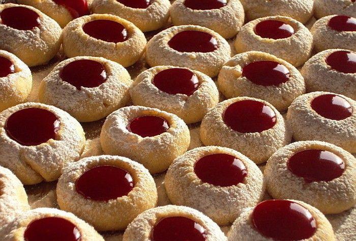Fenomenální sušenky - vosí hnízda s marmeládou nebo nutellou.