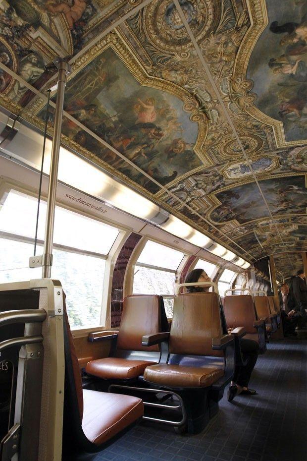 Trem com arte,  linha de trem de Paris, Os vagões são todos decorados com pinturas e esculturas reproduzindo a decoração do Palácio de Versalhes