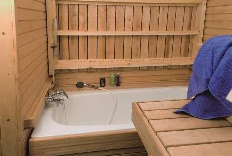 Bathtub in sauna! Ingenious.