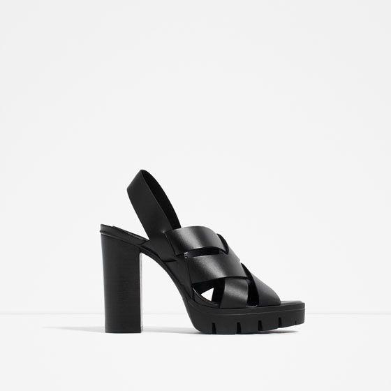 Descuentos en todo el calzado de moda de esta temporada. Encuentra zapatos  de mujer al mejor precio en ZARA online.