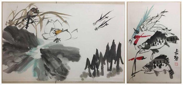 Twee schilderijen in Chinese waterverf decoratief - China - laat 20e eeuw  Schilderij 1. De maat van het schilderij is ca. 70 cm x 45 cm. Het schilderij is geschilderd met Chinese inkt en waterverf. Het schilderij is met de hand geschilderd op Chinees Xuan papier. Lotus is een van de meest belangrijke bloemen in de Chinese cultuur. Het staat symbool voor de heilige zitplaats van Boeddha. Omdat de bloem rijst uit de modder en groeit in voortreffelijke schoonheid staat het symbool voor…