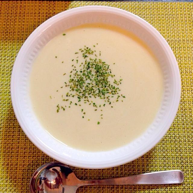 ジャガイモがたくさんあったので、お盆休み前にストック野菜の掃除を兼ねて冷たいスープに〜(o˘◡˘o) - 41件のもぐもぐ - ヴィシソワーズ by Akiko Furukawa