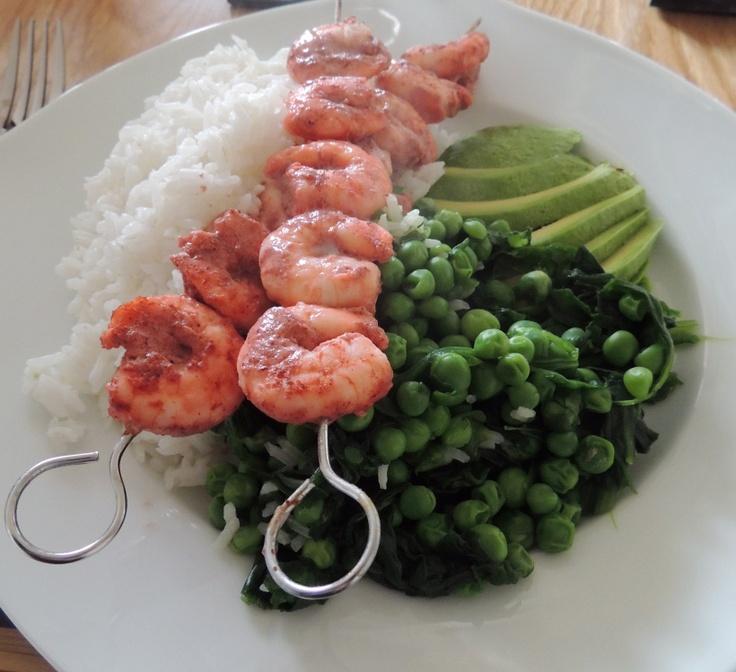 Tandoori king prawn skewers with spinach, peas andavocado @ http://saltandpepperpots.wordpress.com/2013/04/18/tandoori-king-prawn-skewers-with-spinach-peas-and-avocado/